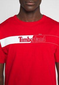 Timberland - KENNEBEC RIVER HORIZONTAL GRAPHIC TEE - T-shirt med print - barbados cherry - 5