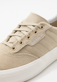 adidas Originals - 3MC - Matalavartiset tennarit - savannah/footwear white/chalk white - 5