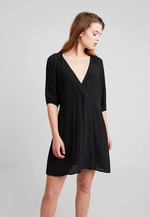 VOLUME SHIFT DRESS - Vestido informal - black