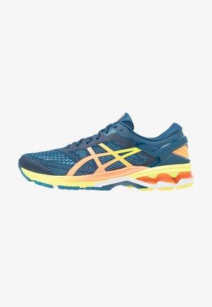 GEL-KAYANO 26 - Stabilní běžecké boty - mako blue/sour yuzu