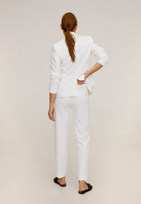 Mango - BOREAL6 - Suit trousers - weiß - 2
