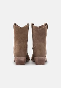 Lazamani - Cowboy/biker ankle boot - taupe/summer - 2