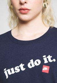 Nike Sportswear - TEE - Print T-shirt - obsidian/white - 4