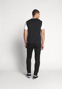 Calvin Klein - COLOR BLOCK LOGO - Printtipaita - white - 2