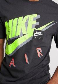Nike Sportswear - TEE - T-shirts print - anthracite - 4