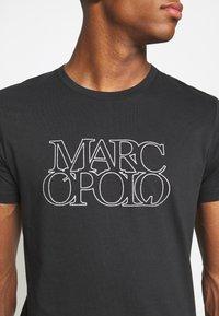 Marc O'Polo - SHORT SLEEVE CREW NECK ARTWORK ON CHEST - Print T-shirt - black - 3
