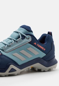 adidas Performance - TERREX AX3 GTX - Outdoorschoenen - tech indigo/grey two/signal coral - 5