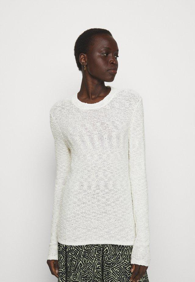 BOBBLE BOUCLE - Stickad tröja - off-white