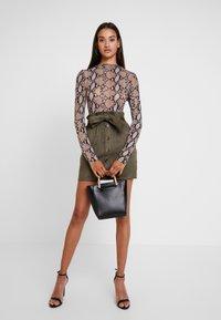 Missguided - PAPERBAG WAIST SKIRT - Pencil skirt - khaki - 1