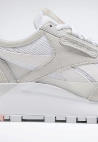 Reebok Classic - CLASSIC LEATHER LEGACY SHOES - Baskets basses - white - 7