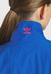 adidas Originals - ADICOLOR SPORTS INSPIRED LOOSE TRACK - Chaqueta de entrenamiento - team royal blue/trace khaki/power pink - 4