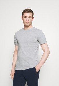 Pier One - 3 PACK - T-shirt basic - olive/dark blue/grey - 1