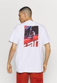 Carhartt WIP - MIRROR  - Print T-shirt - white - 2