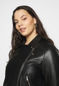 Selected Femme Curve - SLFKATTY  JACKET - Kožená bunda - black - 2
