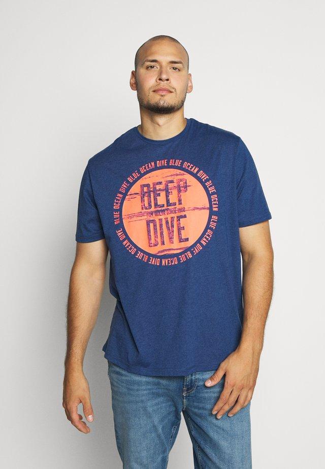 T-shirts med print - dark blue/white melange