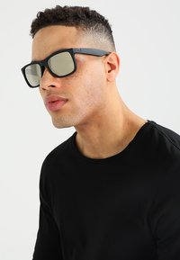 Ray-Ban - JUSTIN - Sunglasses - light brown mirror gold/black - 1