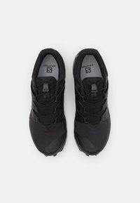 Salomon - WILDCROSS GORE TEX - Běžecké boty do terénu - black - 3