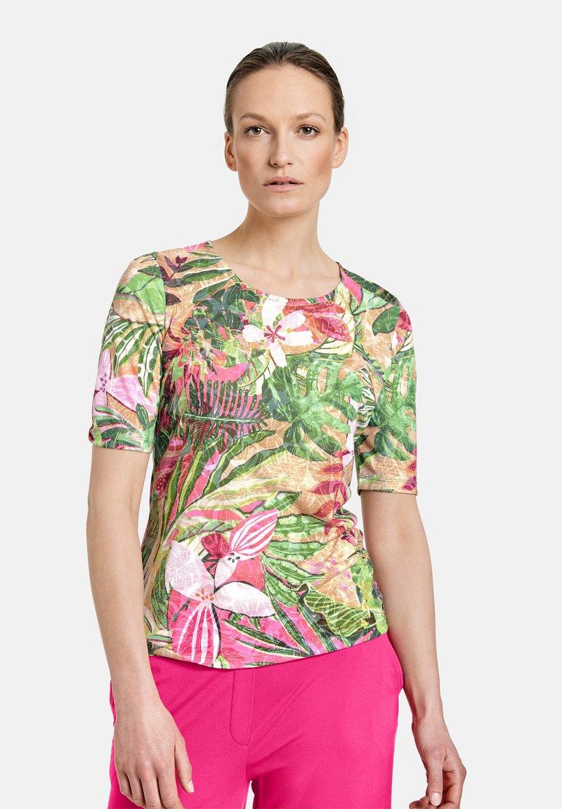 Gerry Weber Casual - Print T-shirt - violet/pink/green