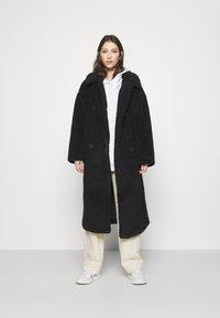 Monki - TEDDY COAT - Classic coat - black - 0