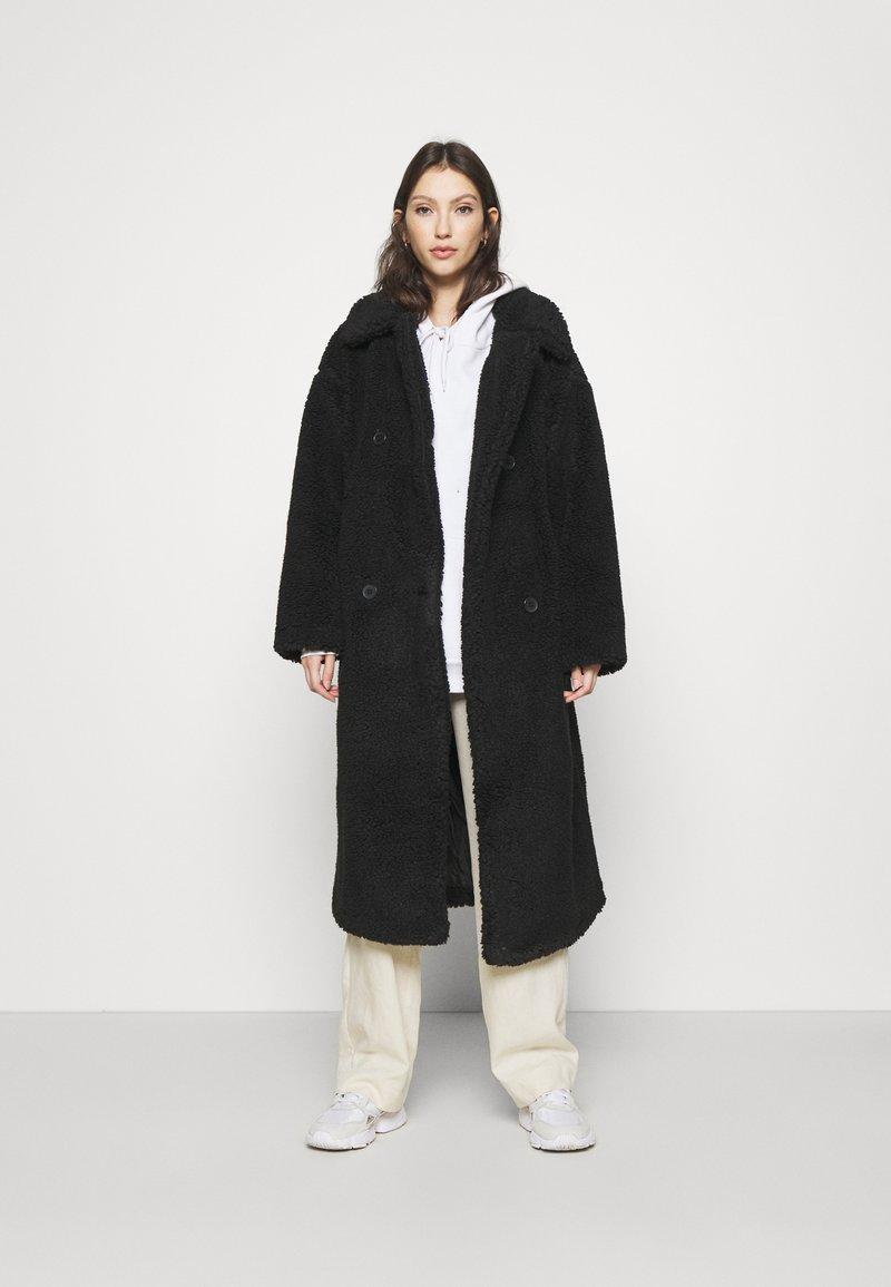 Monki - TEDDY COAT - Classic coat - black