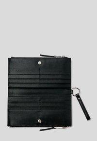 KARL LAGERFELD - K/PEBBLE  - Wallet - black - 3