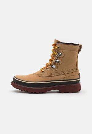 CARIBOU STREET WP - Šněrovací kotníkové boty - buff