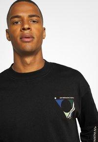 Jack & Jones - JORRAIL TEE HIGH NECK - Långärmad tröja - black - 3