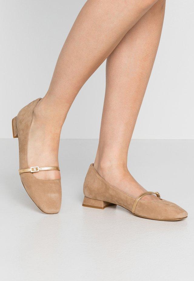 Klassischer  Ballerina - sabbia/oro