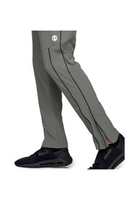 Under Armour - Tracksuit bottoms - gravity green - 4