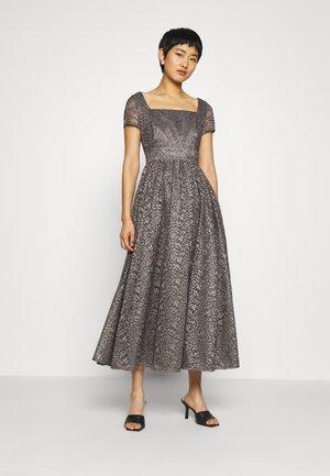 Suknia balowa - castlerock