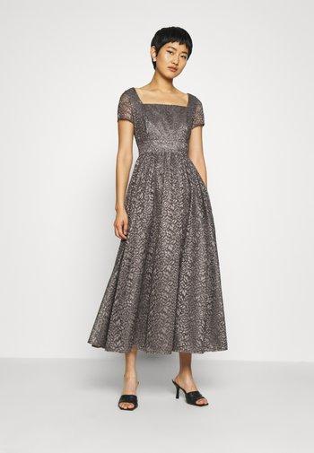 Společenské šaty - castlerock