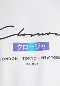 CLOSURE London - SCRIPT CITY TEE - Print T-shirt - white - 4
