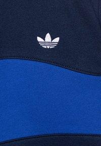 adidas Originals - BANDRIX CREW - Sudadera - night indigo/royal blue/white - 2