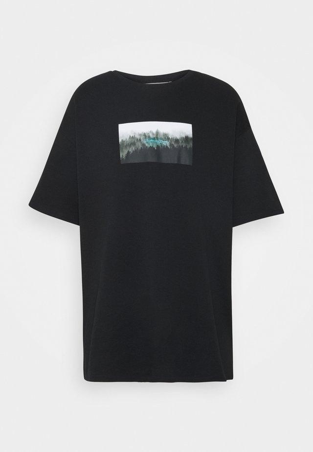 NATURE PRINT OVERSIZED - T-shirts med print - black