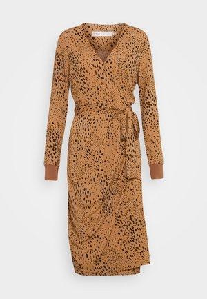DRESS - Žerzejové šaty - winter beige