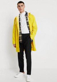 Rains - UNISEX LONG JACKET - Impermeable - yellow - 1
