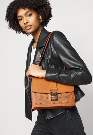 TRACY VISETOS SHOULDER MEDIUM - Håndveske - cognac