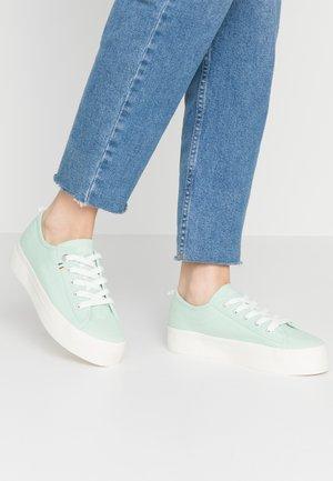 Tenisky - pale green