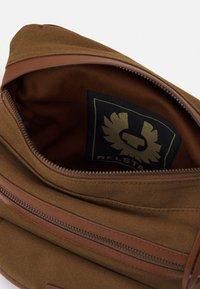 Belstaff - ALTON - Across body bag - beige - 4
