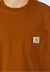 Carhartt WIP - Basic T-shirt - brandy - 3