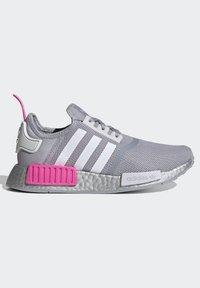 adidas Originals - NMD_R1 SHOES - Matalavartiset tennarit - halo silver/ftwr white/screaming pink - 6