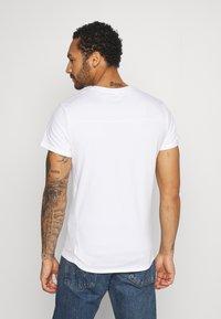 Religion - LIGHTNING SKULL TEE - T-shirt imprimé - white - 2