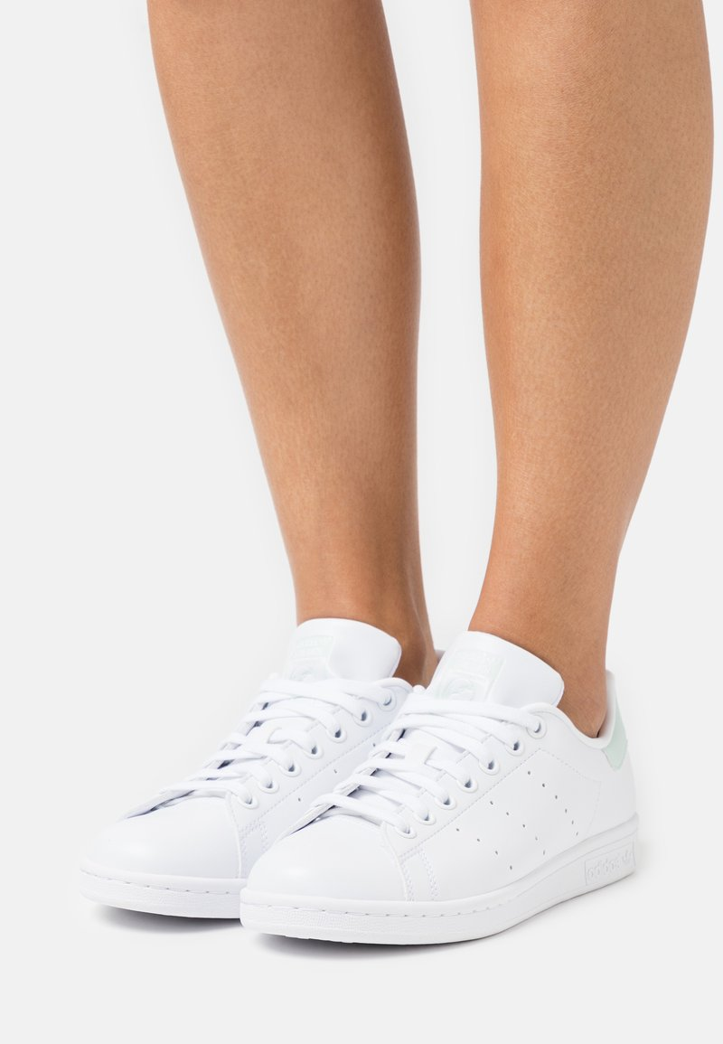 adidas Originals - STAN SMITH  - Sneakers basse - footwear white/dash green/core black