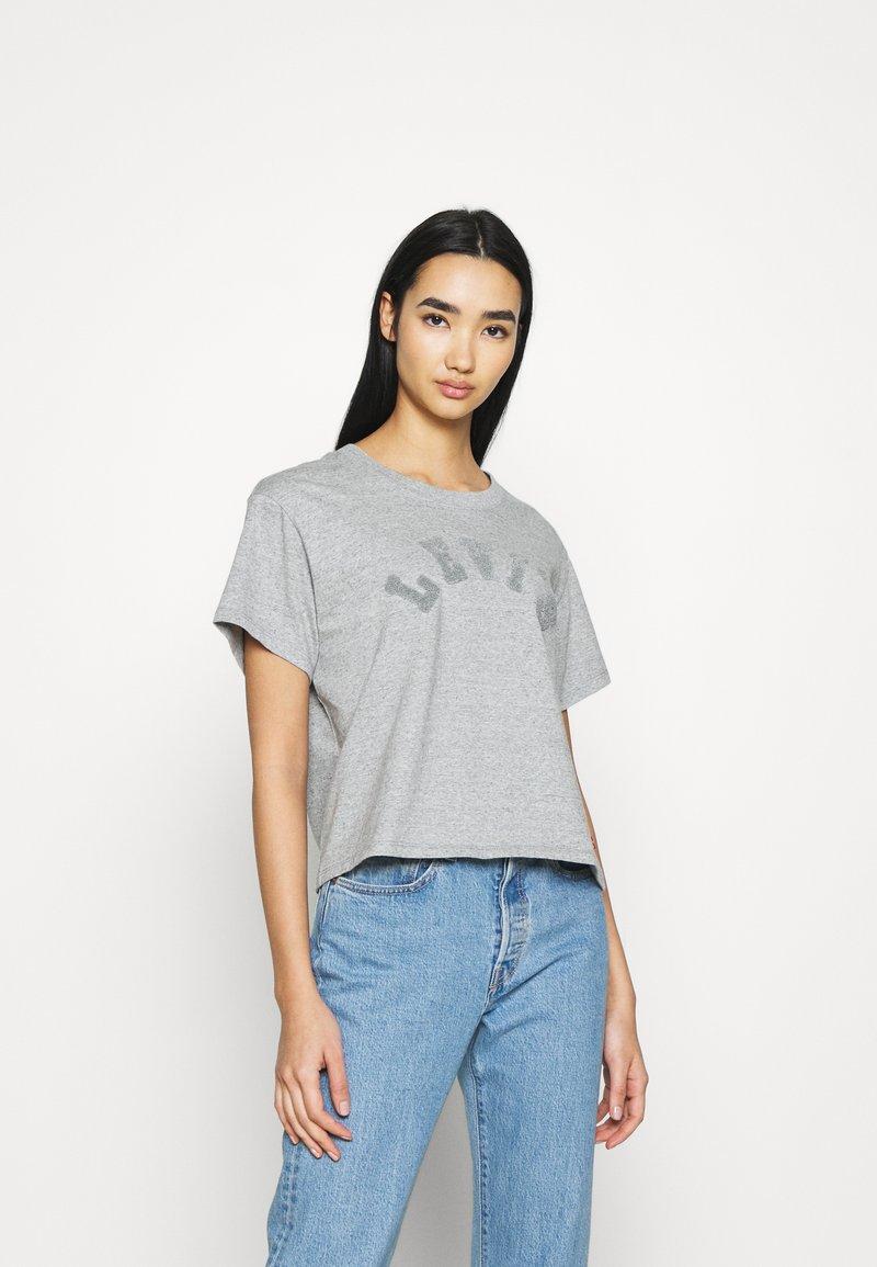 Levi's® - TONAL VARISTY LOGO - Camiseta estampada - smokestack heather
