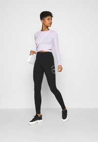 Hollister Co. - TIMELESS GRAPHIC LEGGINGS - Legíny - black seagull - 1