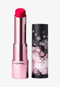 MAC - BLACK CHERRY GLOW PLAY LIP BALM - Lip balm - blossoms or bust - 0