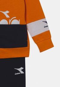 Diadora - TRACKSUIT HOOPLA SET UNISEX - Trainingspak - persimmon orange - 3