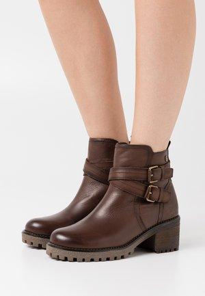 LADIES  - Kovbojské/motorkářské boty - brown