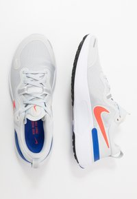 Nike Performance - REACT MILER - Neutrální běžecké boty - pure platinum/racer blue/bright crimson - 1