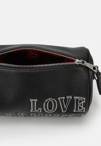 Love Moschino - TAGS - Handbag - black - 5